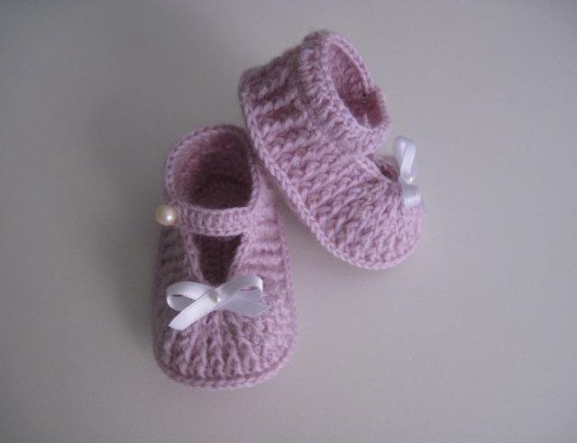 Scarpine scarpette lilla neonata fatte a mano lana idea regalo corredino nascita cerimonia battesimo uncinetto