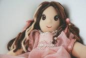 bambola Waldorf interamente realizzata a mano