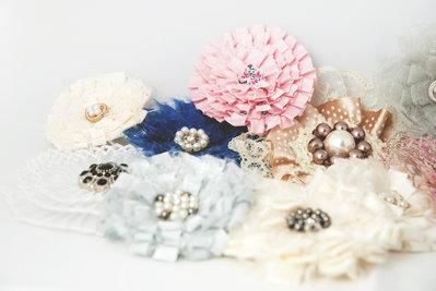 Spilla in pizzo stoffa e perline