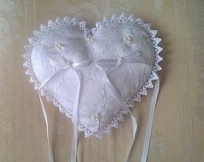 Cuscino porta fedi a cuore, cuscinetto portafedi bianco a forma di cuore
