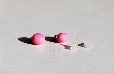Orecchini pietra laccati rosa, orecchini a lobo, orecchini in pietra, orecchini minimalisti, orecchini moderni, orecchini asimmetrici