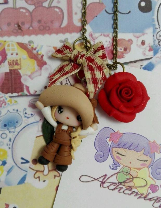 Collana Contadinella con fiocco rosa rossa Alchemian, fatto a mano