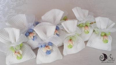 30 bomboniere rosario con angelo per comunione  confezionamento completo con sacchetto portaconfetti a righe