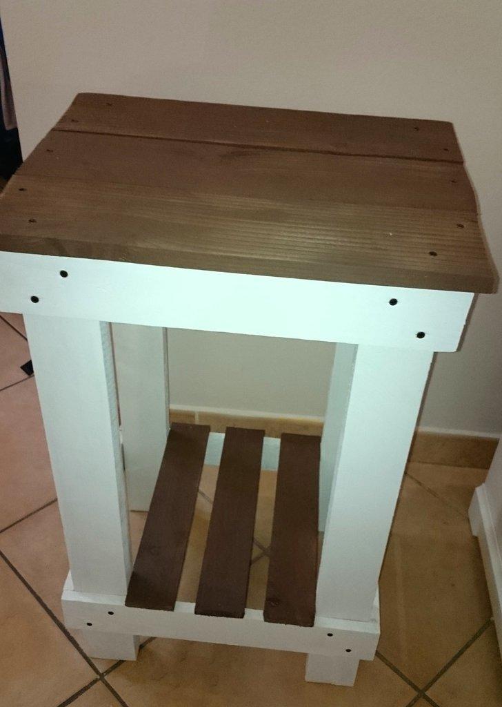 Tavolino in legno recuperato bianco e marrone per la - Tavolino legno bambini ...