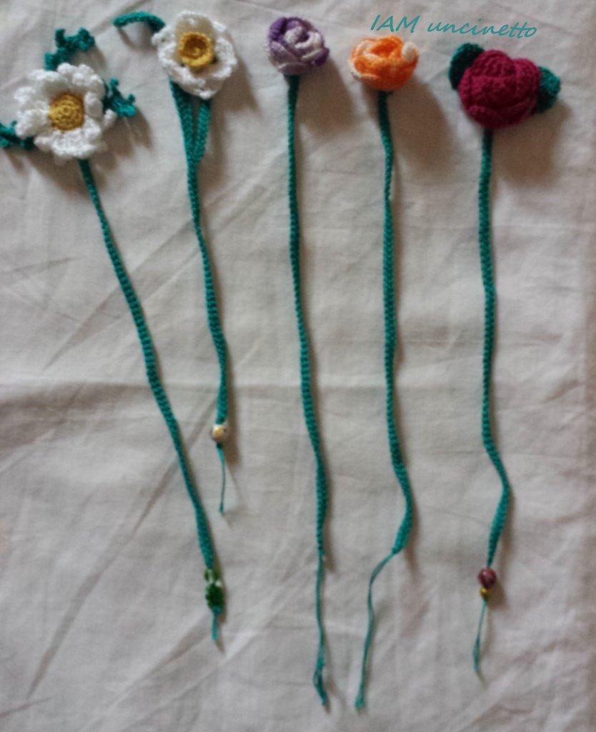 Segnalibro all'uncinetto: fiori 3D