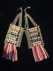 orecchini colorati con perle