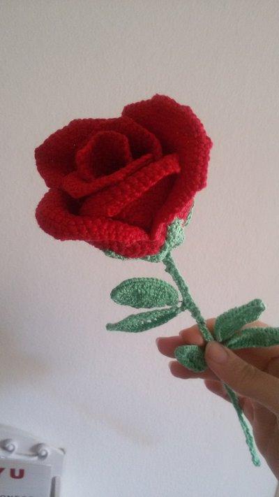 Rosa San Valentino all'uncinetto