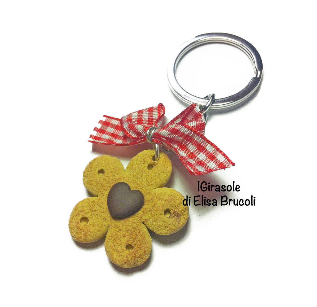 Portachiavi cialda biscotto, cuore al cioccolato e fiocco in pasta polimerica fimo