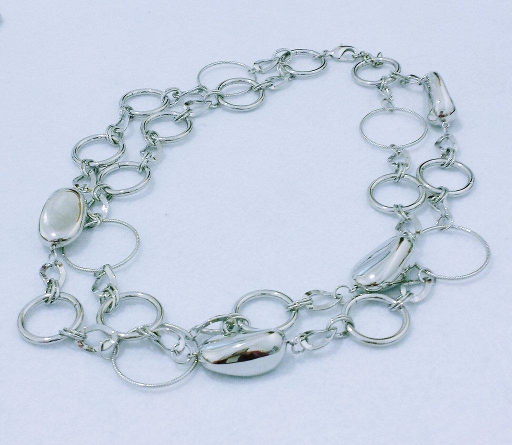 """collana corta di colore argento """"Confetti argentati"""""""