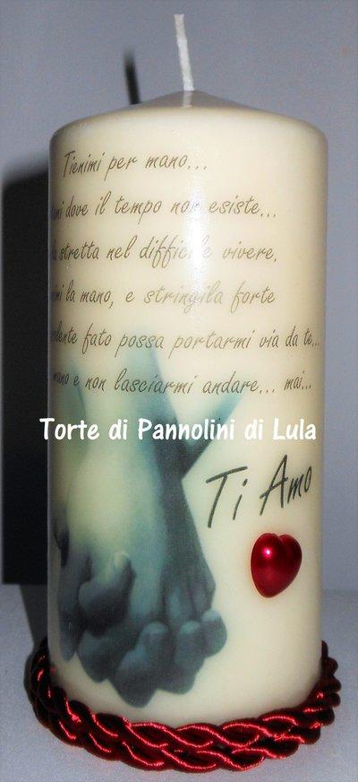 Idea regalo San Valentino Lei - Candela personalizzata: mani  si stringono + dedica d'amore