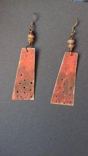 Orecchini in ottone dipinti con perle