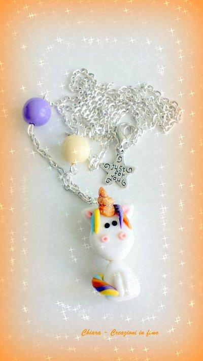 Collana con ciondolo in fimo fatto a mano con un simpatico Unicorno Arcobaleno con il corno dorato kawaii idee regalo