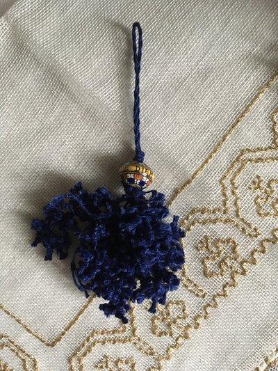 Nappina per chiavi- Fuseruola ceramica di Deruta e filo di lino annodato