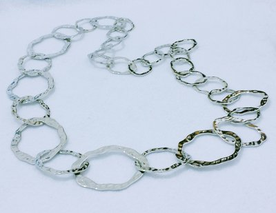 """Collana lunga in metallo color argento """"Cerchi irregolari"""""""