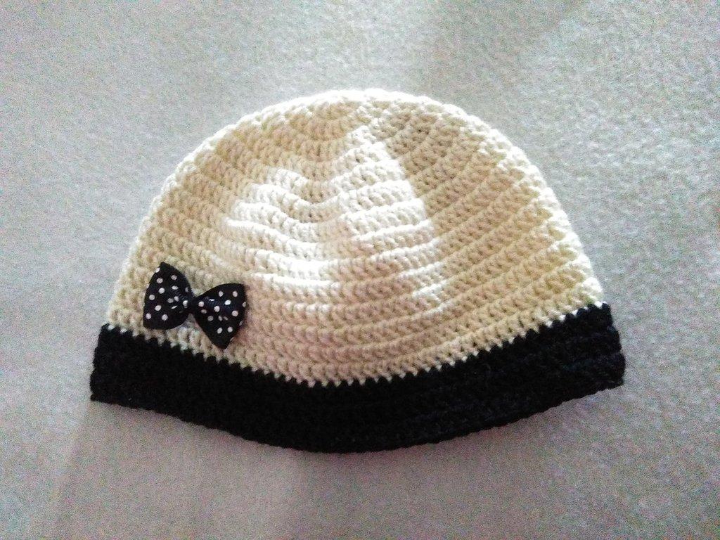 cappellino bimba con fiocco a pois