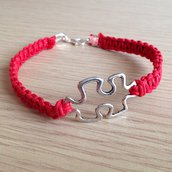Braccialetto rosso con cordoncini intrecciati e puzzle, fatto a mano