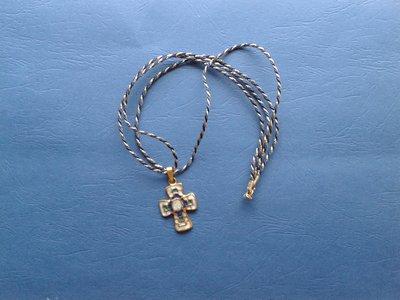 Cordoncino con ciondolo a croce Creazione Originale