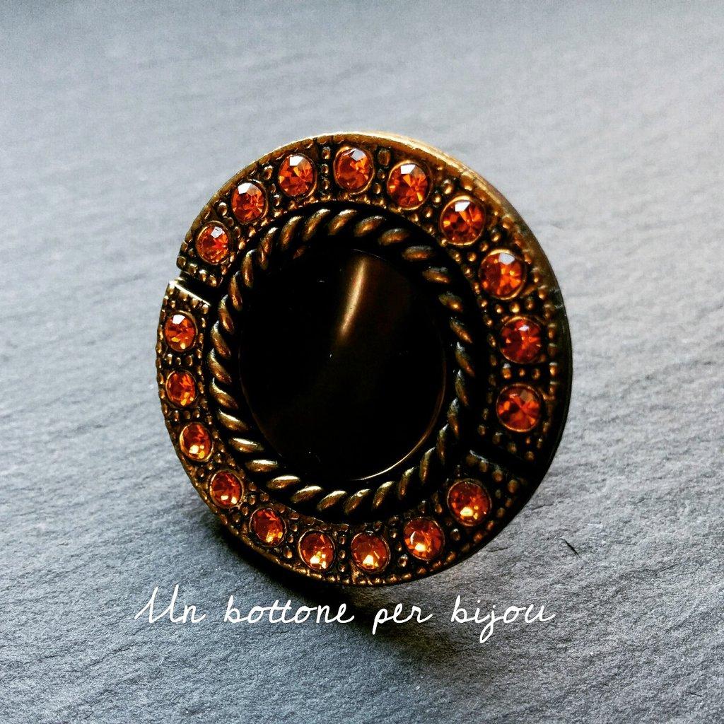 Anello con bottone gioiello vintage