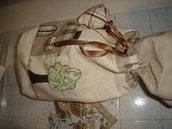 sacchetto in stoffa con applicazioni a mano