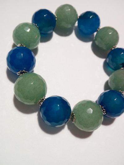 Bracciale fatto a mano con pietre sfaccettate blu e verdi