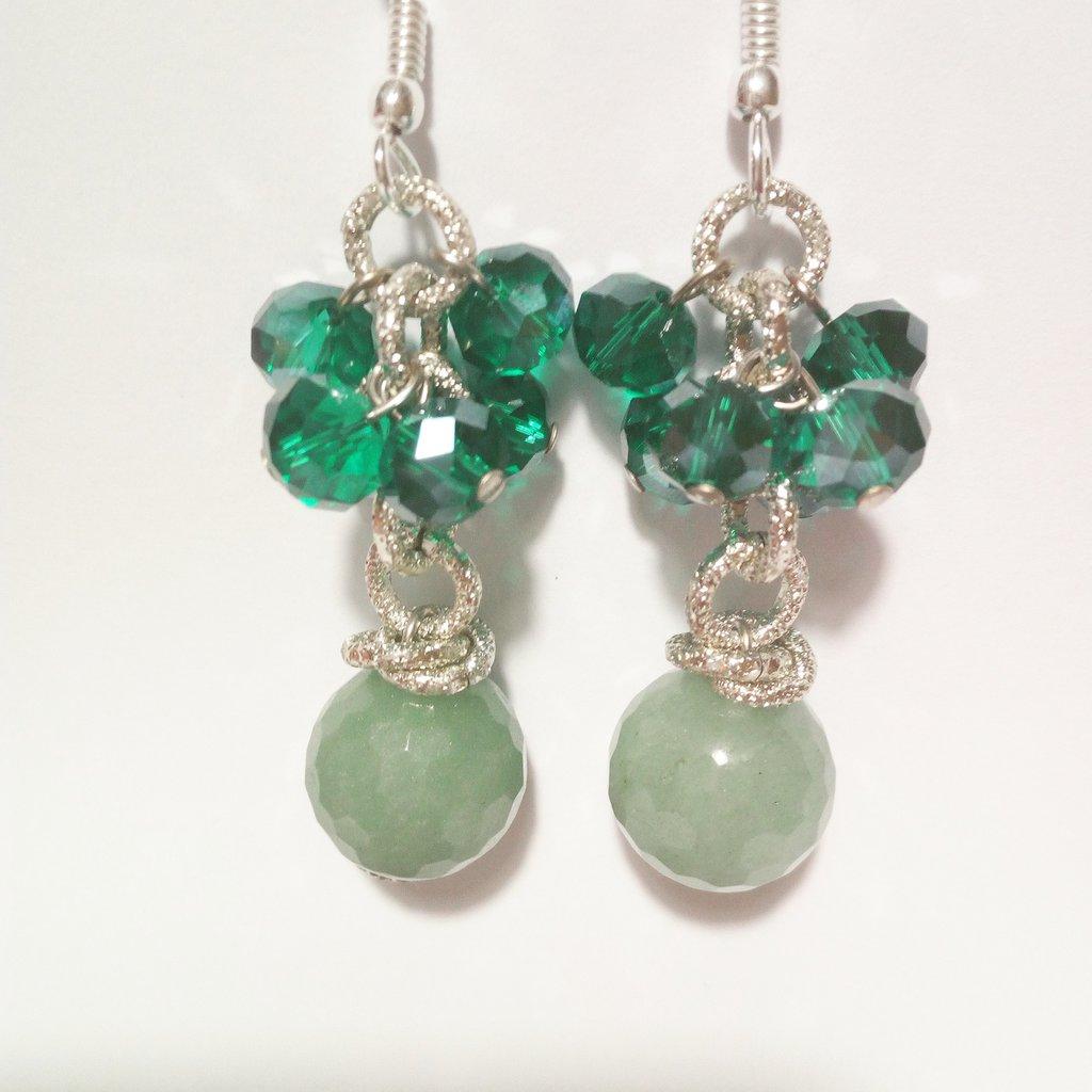 Orecchini fatti a mano con pietre pendenti verdi
