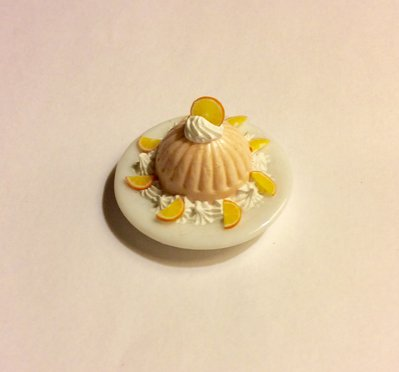 Mousse all'arancia su piatto dollshouse miniature
