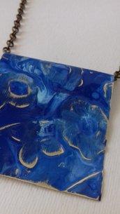Collana in ottone con patinatura blu