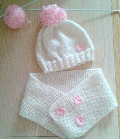Completo bimba cappello pon pon e sciarpa lana ai ferri ... 05394e5b2755