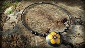 Collana perle bombate primule gialle fiori nero girocollo perline antiallergico
