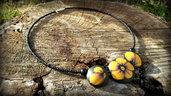 Collana fiori perle bombate primule gialle fiori nero girocollo perline antiallergico