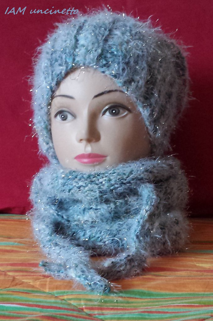 NEVE sciarpa o scialletto in misto lana ai ferri bianco azzurro luccicante