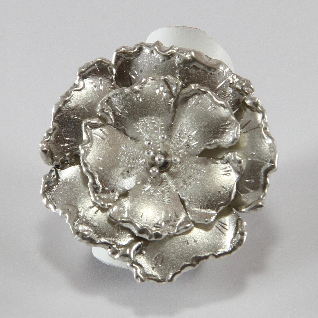 Anello a Fiore in Argento Fatto a Mano, petali satinati e incisi - Donna Ragazza