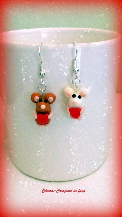 Idea regalo San Valentino Orecchini in fimo handmade Topolini innamorati con cuori rossi