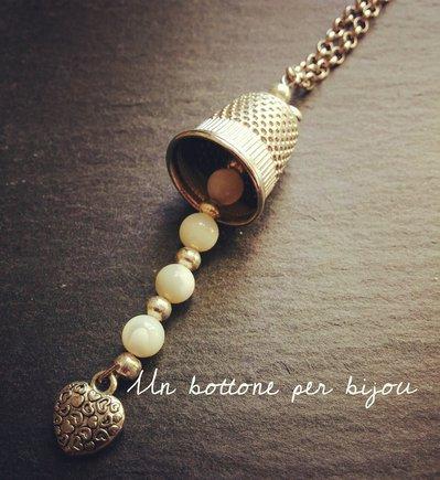 Collana con ditale per cucito in tono argento