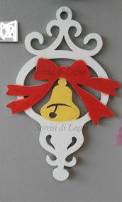 Decoro per natale campanella in legno con fiocco fatto a mano