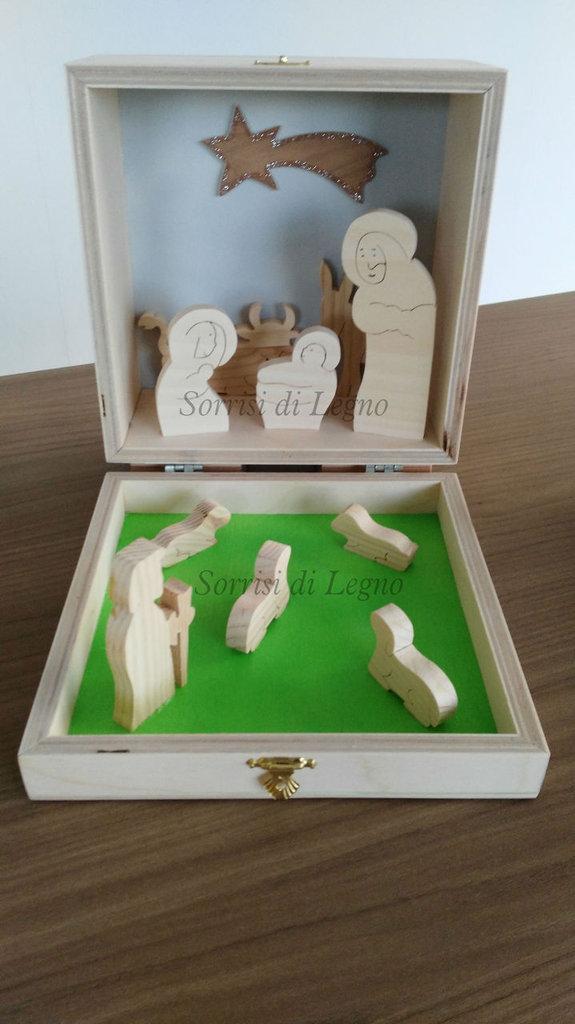 Presepe in legno inserito nella scatola