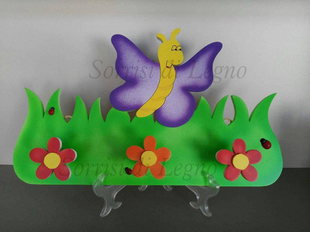 Appendi abiti per cameretta in legno con farfalla lilla