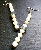 Orecchini con dadi in acciaio stile steampunk e perle in madreperla