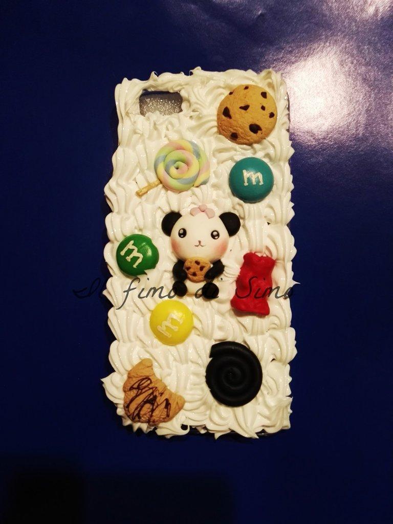 cover iphone 5s con panda, caramelle e biscotti in pasta polimerica