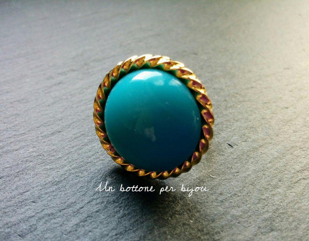 Anello con bottone gioiello vintage turchese in metallo dorato