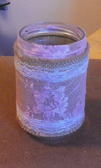 Barattolo in vetro decorato in stile vintage con juta pizzo rosa e bianco serie The old vintage jar