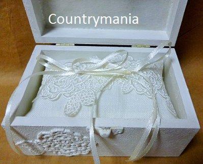 scatola stile shabby decorata con pizzi con cuscino porta fedi