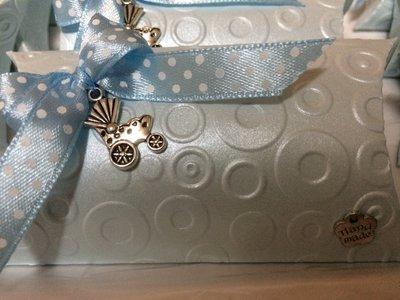 Scatolina perlata porta confetti con ciondolo