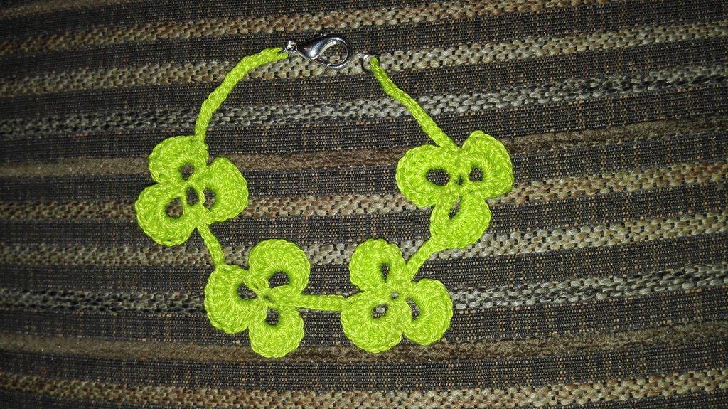 Braccialetto trifoglio verde brillante uncinetto
