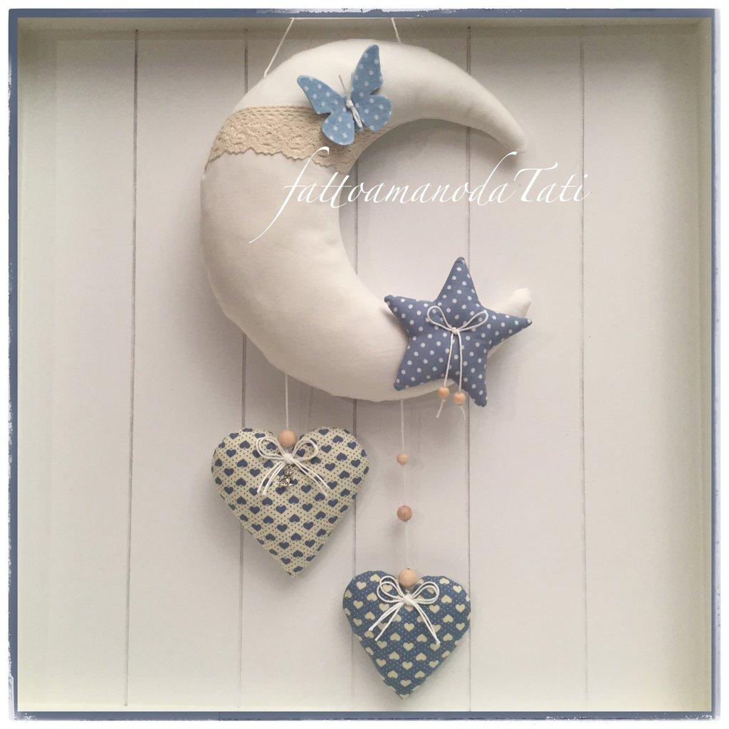 Fiocco nascita luna in cotone bianco con stella e due cuori sui toni del blu