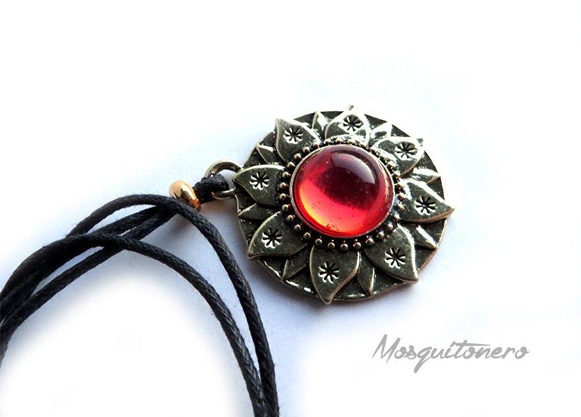 Collana Fiore di Loto in oro anticato e resina colore rosso simbologia femminile