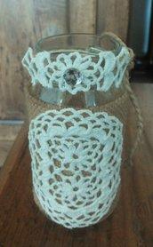 Barattolo in vetro decorato in stile vintage con juta trina in pizzo ad uncinetto cotone e bianco serie The old vintage jar