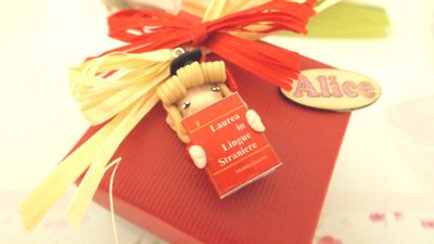 BOMBONIERA COMPLETA  LAUREA - FOLLETTA CON TESI DI LAUREA e CARTIGLIO   porta confetti- scatola confetti - sacchetto confetti FIMO