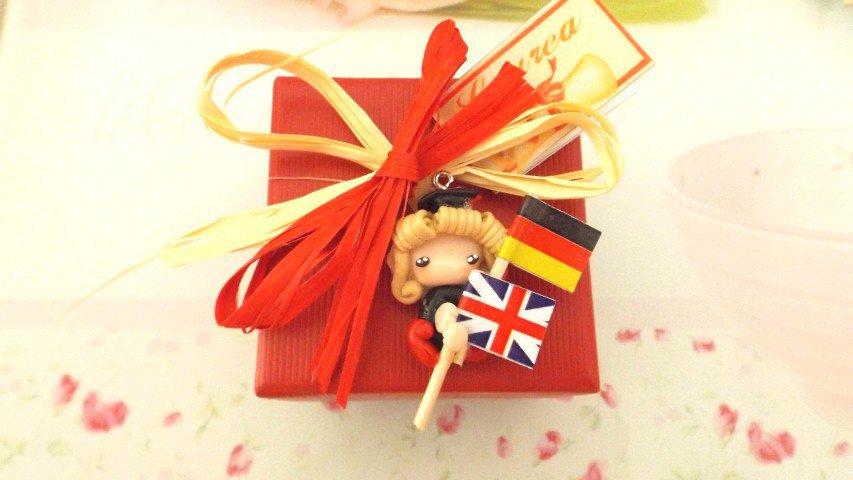 BOMBONIERA COMPLETA  LAUREA - FOLLETTA LAUREATA LAUREA LINGUE   porta confetti- scatola confetti - sacchetto confetti FIMO