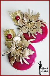 Orecchini con fiore in similpelle oro e disco in resina - ORO/BORDEAUX